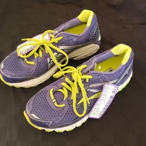 NWT! Brooks Adrenaline GTS 13